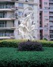 园林绿化0134,园林绿化,园林,雕像 跳舞 优美 园林 手牵手