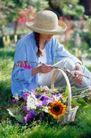 园林种植0130,园林种植,园林,修剪 剪刀 太阳花 篮子 坐在草坪上