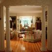 客厅0106,客厅,装饰,白柱子 花纹 红条纹沙发