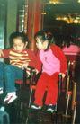台湾风情0007,台湾风情,世界风光,儿童 聊天 玩耍 坐椅子上 小女孩