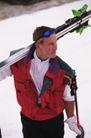 健康休闲0172,健康休闲,运动,滑雪选手 肩背滑雪板 运动马甲