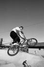 体育锻炼0175,体育锻炼,运动,极限运动 自行车项目 高高跃起