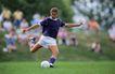 足球0179,足球,运动,传球 远处有观众 紫色运动袜