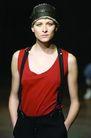 伦敦2004女装秋冬新品发布会0230,伦敦2004女装秋冬新品发布会,服装设计,手放裤袋 背带裤