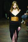 伦敦2004女装秋冬新品发布会0245,伦敦2004女装秋冬新品发布会,服装设计,黑色 大V领 束腰
