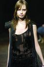 伦敦2004女装秋冬新品发布会0247,伦敦2004女装秋冬新品发布会,服装设计,真丝 飘带 皮肩