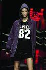 里约热内卢2004女装秋冬新品发布会0146,里约热内卢2004女装秋冬新品发布会,服装设计,紫色帽衫