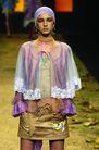 里约热内卢2004女装秋冬新品发布会0172,里约热内卢2004女装秋冬新品发布会,服装设计,金属大耳环 金色超短裙 浓妆