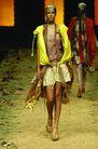 里约热内卢2004女装秋冬新品发布会0175,里约热内卢2004女装秋冬新品发布会,服装设计,混搭风尚 金色长摆裙 金黄宽松马甲