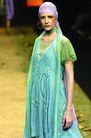 里约热内卢2004女装秋冬新品发布会0180,里约热内卢2004女装秋冬新品发布会,服装设计,橙红腮红 蓝绿搭配 大荷叶袖