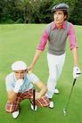 高尔夫运动0055,高尔夫运动,运动,同伴 蹲下 望远处