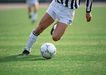 球类运动0102,球类运动,运动,跑步 踢着足球 草坪上