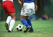 球类运动0103,球类运动,运动,一个足球 抢球 两运动员