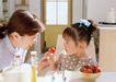 快乐家庭0181,快乐家庭,家庭情侣,母子 新鲜水果 吃早餐
