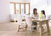快乐家庭0192,快乐家庭,家庭情侣,交谈 餐桌 花瓶