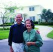 家庭和睦0103,家庭和睦,家庭情侣,过道上 在院子里 站着合影