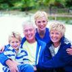 家庭和睦0106,家庭和睦,家庭情侣,四口之家 抱一块儿笑 在水边