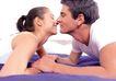 夫妻闺房0104,夫妻闺房,家庭情侣,扒在床上 接吻动作 微笑