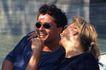 两人世界0106,两人世界,家庭情侣,两口子 女士搭男士肩 笑着