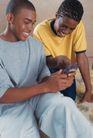 情侣生活0079,情侣生活,家庭情侣,黑人 夫妇 玩手机