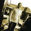 购物场景0047,购物场景,生活方式,男士 给车加油 站在车旁