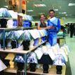 购物场景0055,购物场景,生活方式,大商场 灯饰店 挑选台灯