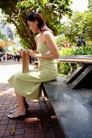 女性购物0042,女性购物,生活方式,公园 石板凳 高跟鞋