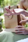 女性购物0045,女性购物,生活方式,两双手 探讨 议论