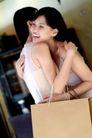 女性购物0062,女性购物,生活方式,高兴 拥抱 购物袋