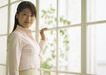 快乐早餐0060,快乐早餐,生活方式,站在窗边 女白领 粉色衬衣