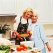 激动时刻0053,激动时刻,生活方式,开心母女 厨房里 做馅饼