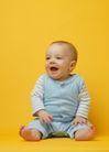 新生婴儿0103,新生婴儿,儿童教育,赤脚 张开口 坐地板上