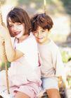 今日儿童0029,今日儿童,儿童教育,姐弟 荡秋千 玩