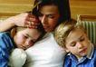 今日儿童0058,今日儿童,儿童教育,家庭生活 母亲 搂着孩子