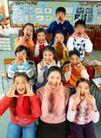 小学教育0029,小学教育,儿童教育,欢呼 合影 黑板报