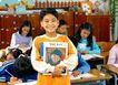 小学教育0057,小学教育,儿童教育,认真学习 站起来 手拿书