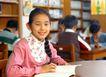 小学教育0071,小学教育,儿童教育,女孩 图书馆 看书