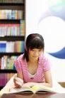 学前教育0016,学前教育,儿童教育,看书 仔细 刘海 辫子 书籍