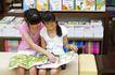 学前教育0036,学前教育,儿童教育,卡通书 坐着 看课外书