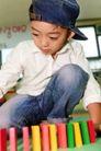学前教育0054,学前教育,儿童教育,小男孩 牛仔帽 玩耍中