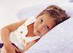 儿童表情0174,儿童表情,儿童教育,斜倚在床上 小发夹 大眼睛