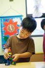 儿童启蒙0016,儿童启蒙,儿童教育,小男孩 组装 模型 动手 思考