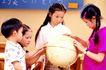 儿童游戏0027,儿童游戏,儿童教育,同学 玩伴 地球仪
