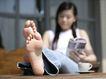 女性居家休闲0038,女性居家休闲,休闲保健,赤脚 咖啡杯 看书