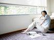 女性居家休闲0053,女性居家休闲,休闲保健,靠窗 杂志 斜倚