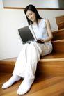 女性居家休闲0064,女性居家休闲,休闲保健,楼梯 居室 上网