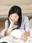 女性居家休闲0072,女性居家休闲,休闲保健,翻阅 杂志 报刊