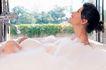 香氛沐浴0073,香氛沐浴,休闲保健,抬头 仰望 嬉笑
