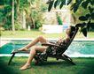 醉心巴厘岛SPA0105,醉心巴厘岛SPA,休闲保健,躺椅上 裙子 脚放小桌台上