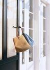 生活空间0079,生活空间,休闲生活,皮袋 悬挂 门环